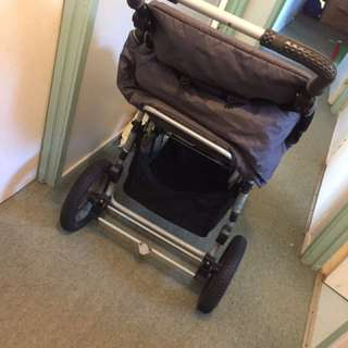 3 wheel pram and changeable bassinet + accessories