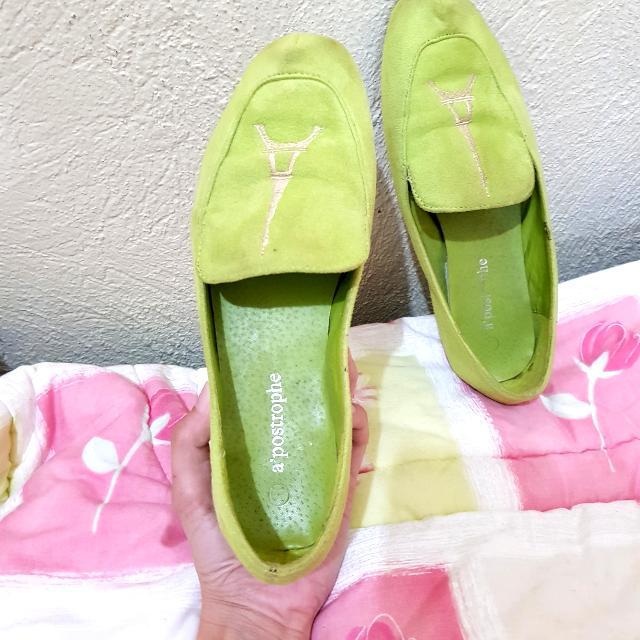 A'postrophe Lime Green Velvet Loafers