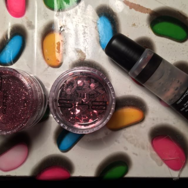 Bys Glitter And Primer