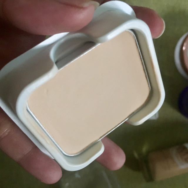 Estée Lauder Crescent White Foundation