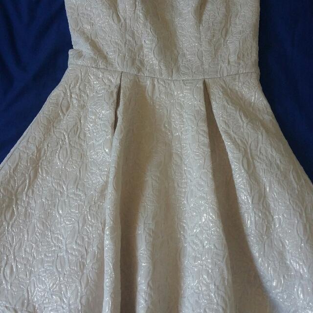 FOREVER 21 WHITE-GOLD GLITTERY PATTERNED TUBE DRESS