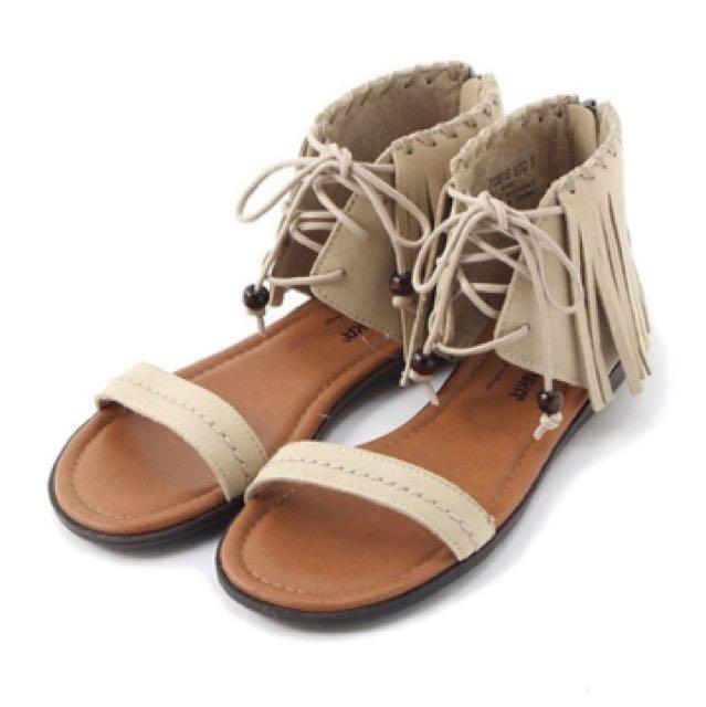Minnetonka X Earth流蘇平底涼鞋