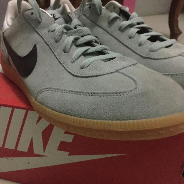 Nike classic Gum sole