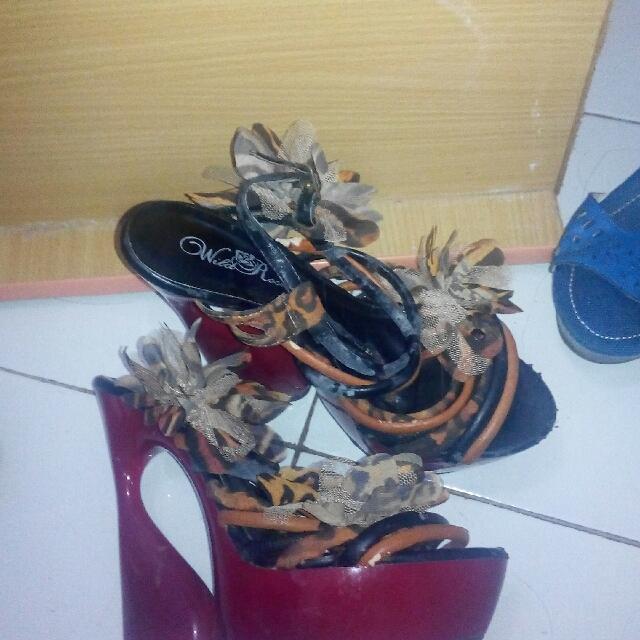 Sepatu import model unik size 8 1/2