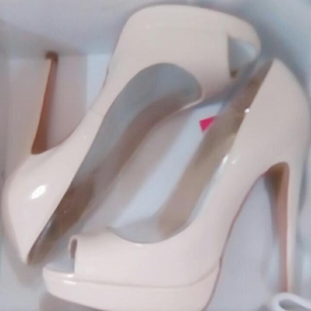 Size 7 Aldo Nude Patent Hight Heels