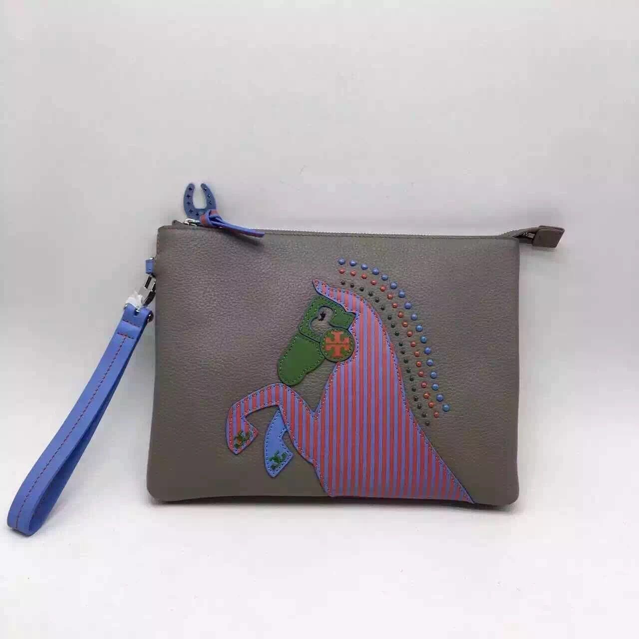 3c5c7a11daf6 ╭☆米蘭店☆TORY BURCH HORSE LARGE POUCH 真皮小馬圖案手拿包