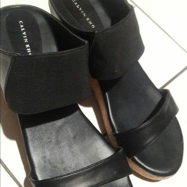 Wedges Calvin Kho