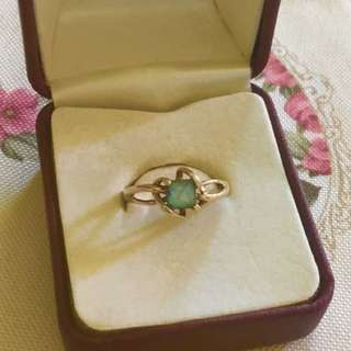 Gorgeous blue topaz 9ct gold ring