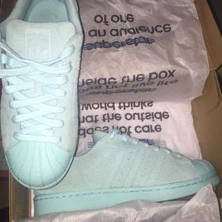 Teal adidas superstars: size 8 (9/10)