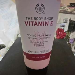 Bodyshop VITAMIN E Gentle Facial Wash 125ML