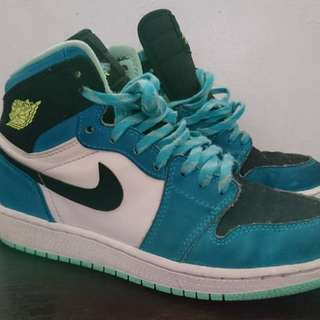 Nike Air Jordan 1 size 4y Looney tunes