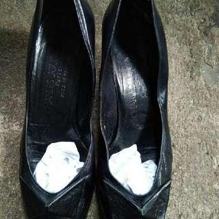 Sepatu Charles Jourdan