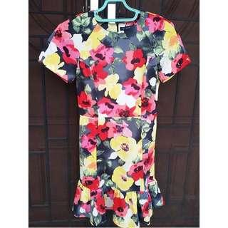 Dress bunga bodyfit flaire