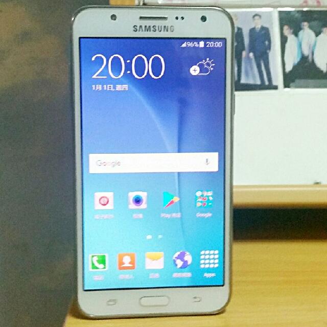 95% New Samsung Galaxy J7 White