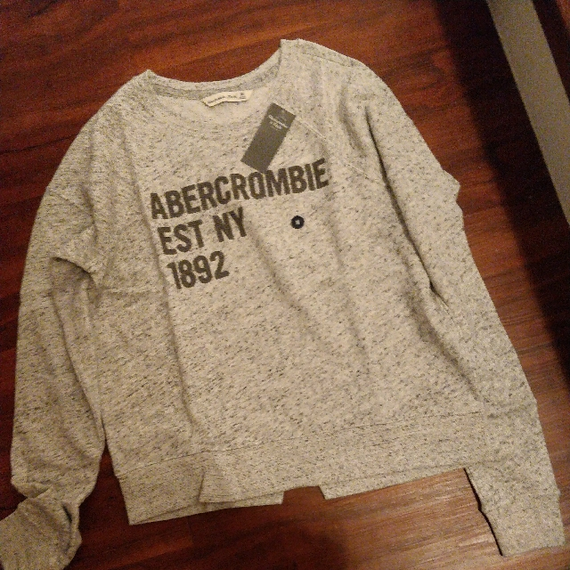 Abercrombie & Fitch Crew Sweater (Medium Sized)