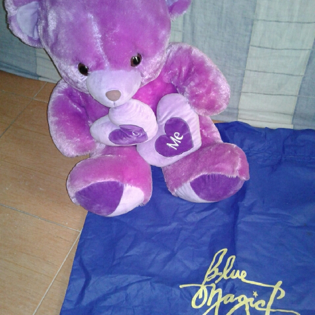 Big teddy stuff toy. LOOKS BRAND NEW! With dust bag :)