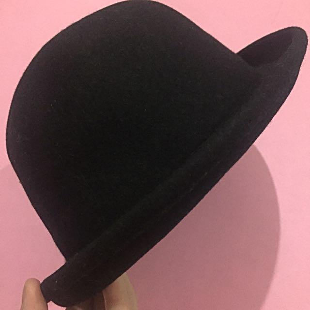 Black Velvet Round Fedora Hat