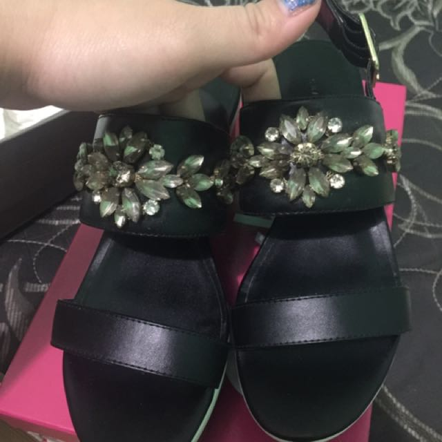 Charles And Keith Platform Size 35/36