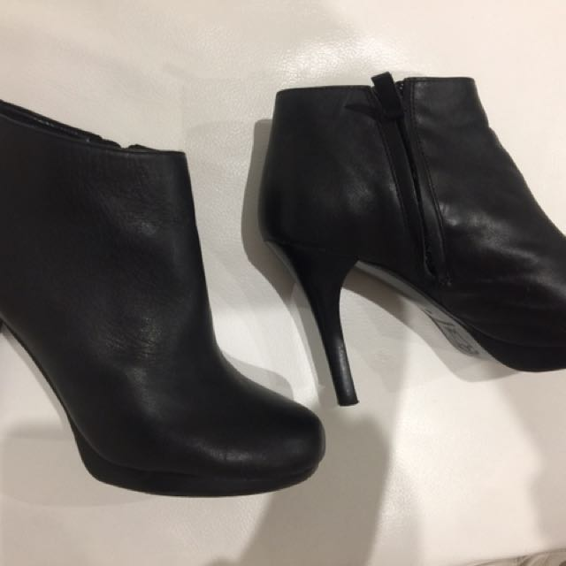 Country road boots size 7