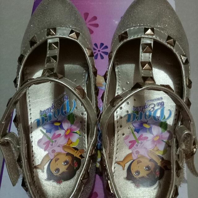 Dora Shoes Size 9 Fit 3-4