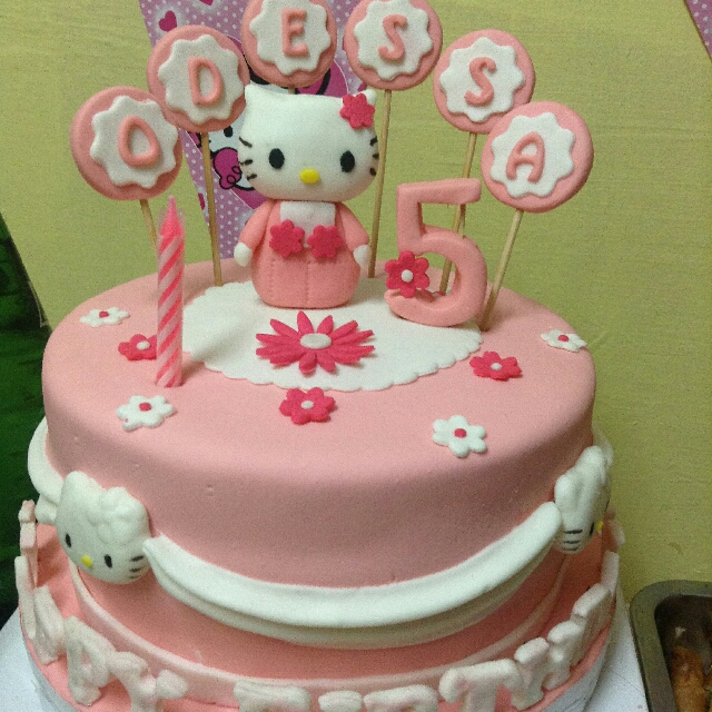 Hello Kitty Fondant Cake Food Drinks on Carousell