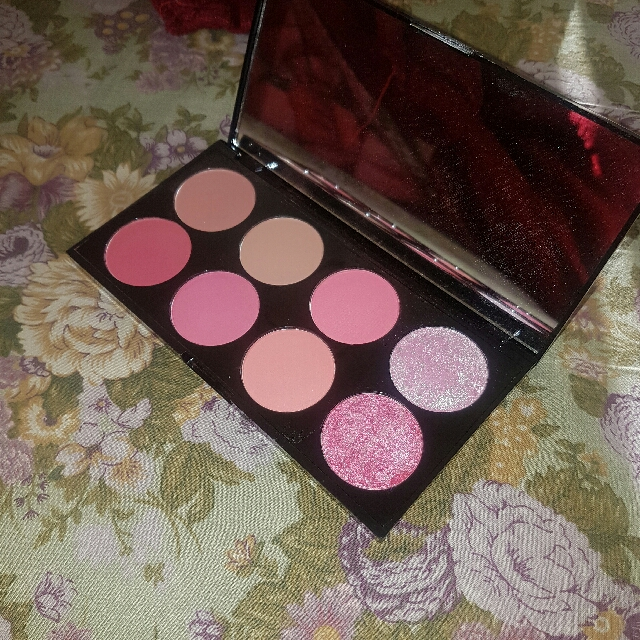 Makeup Revolution Blush Pallete