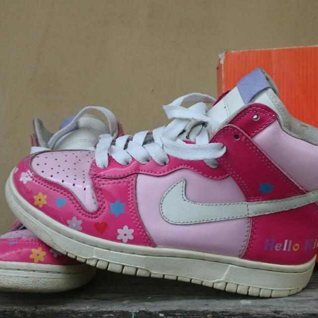 Nike Duak Hello Kitty Edition