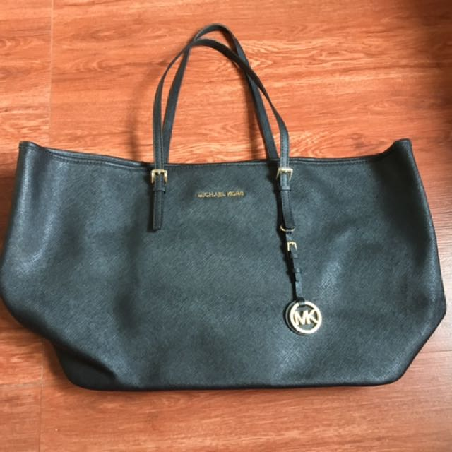 Pre-loved Authentic Michael Kors Bag