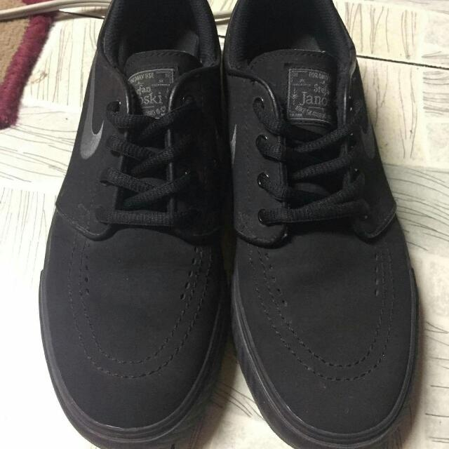 Stefan Janoski Triple Black
