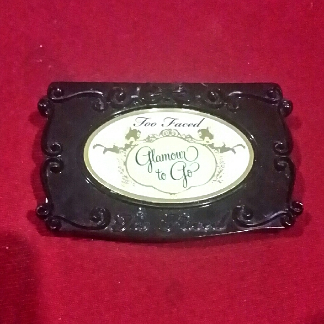 Too Faced Glamour-To-Go Palette