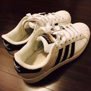 Adidas布鞋
