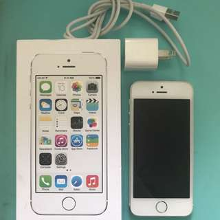 Unlocked Apple iPhone 5s, 16gb in silver
