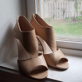 Vince Camuto Nude Heels Size 6