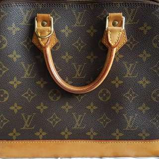 Louis Vuitton Alma PM in Monogram Canvas (FAST DEAL $350 THIS WEEK ONLY)