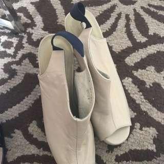 Carmelettes Shoes P1000