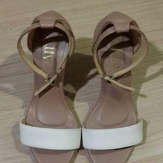 Sepatu Heels Alive Love Arts 9cm