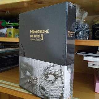 (全新)韓國正版CD連海報 Lee Hyori 李孝利 5th Album Monochrome(Limited Edition)初回限量版