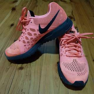 Ladies Nike Sneakers Size 7.5