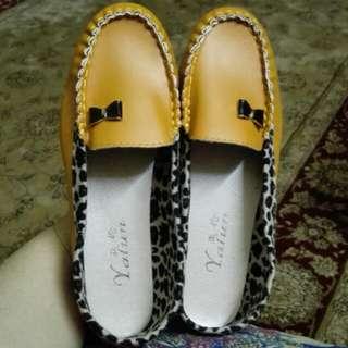 🆕 Fashion Shoes. Kasut Mustard Leopard