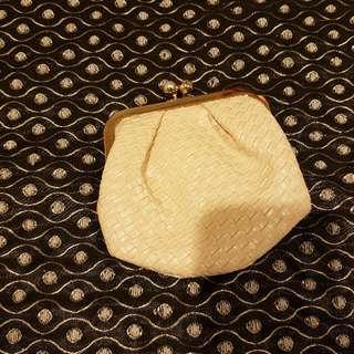 Elegant Pearl Pattern Pouch