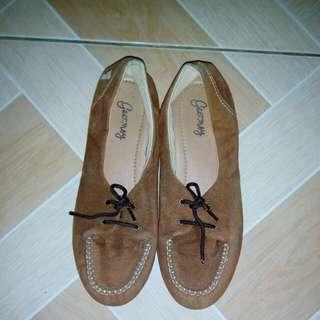 Sepatu Geersy