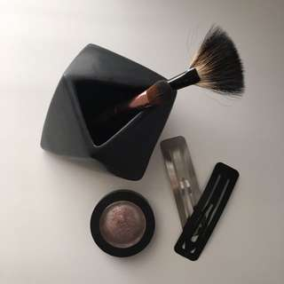 Geometric make up brush holder in Matte Black