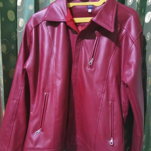 Jaket Kulit GAP Warna Merah