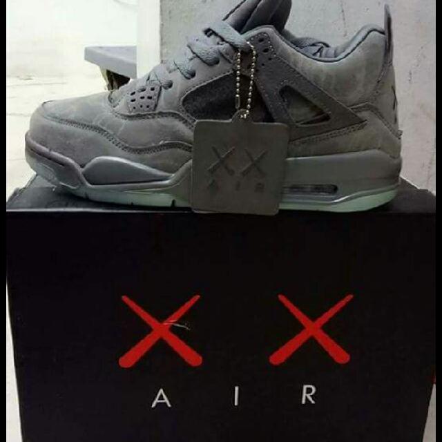 Nike Air Jordan 4 kaws Retro