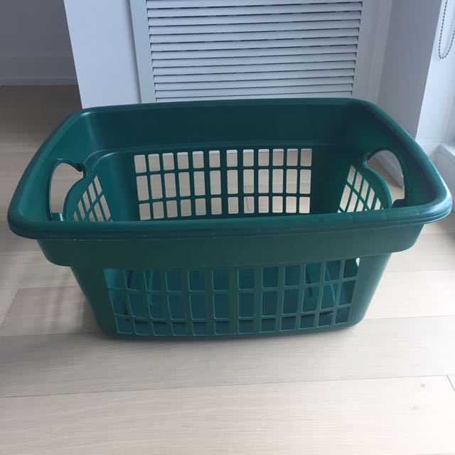 Rubbermaid Green Laundry Basket