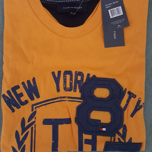 Tommy Hilfiger T-Shirt (Medium)