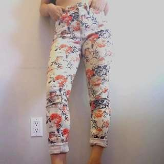 Size 25/26 Highwaisted Floral Jeans