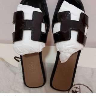 Hermes 37 Black Patent Oran Sandals