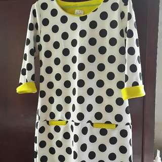 白底黑點小洋裝