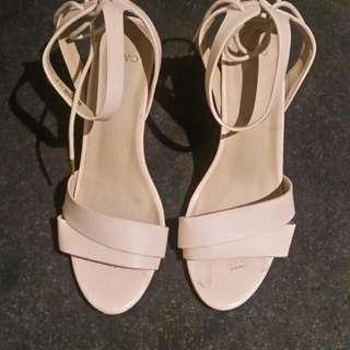 Vanilla Novo Sandals Size 9